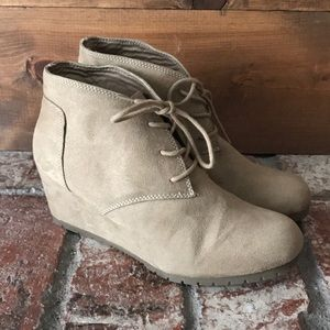 Shoes - NWOT Wedge Boot